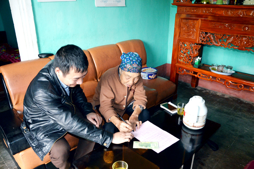 http://congtacxahoiquangninh.vn/admin/Tiếp tục triển khai hoạt động cấp hỗ trợ kinh phí, giám sát hoạt động chăm sóc trẻ tại cộng đồng đối với gia đình và trẻ trong Mô hình gia đình, cá nhân nhận nuôi có thời hạn trẻ em có hoàn cảnh đặc biệt khó khăn